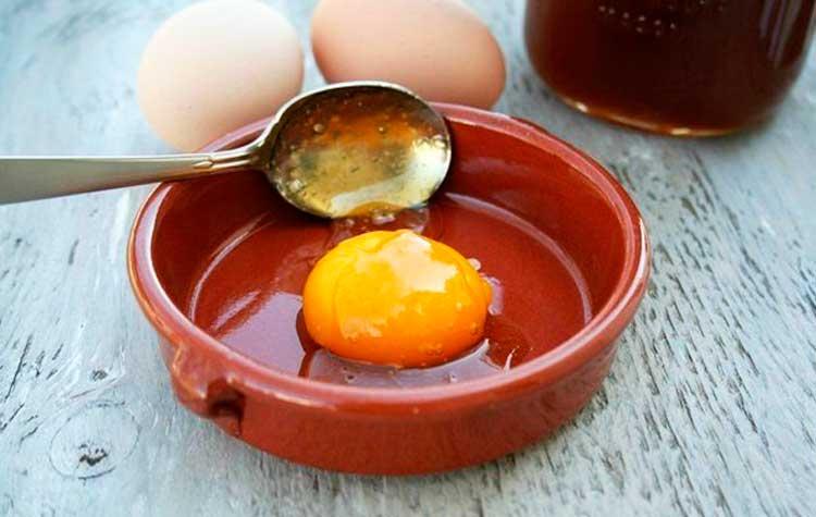 Маска-из-яйца-для-лица_